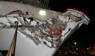 Imagen de la proa del ferry que anoche se estrelló de frente en el puerto de Las Palmas de Gran Canaria.
