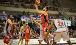 Imagen del partido disputado este domingo en Granada.