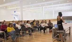 Imagen de Rosana Díaz, del equipo de Altas Capacidades de Aula 2, en la charla.