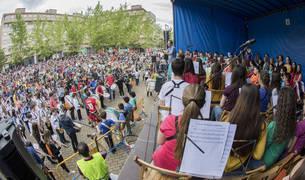 La jornada concluyó con la interpretación conjunta de tres canciones por parte de todas las escuelas asistentes.
