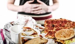 """Comedores compulsivos: """"Por la boca enfermamos, por la boca nos curamos"""""""