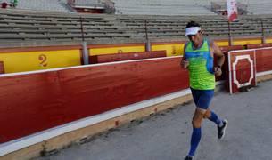 Ricardo Abad hizo una maratón de 290 vueltas dentro de la Plaza de Toros.