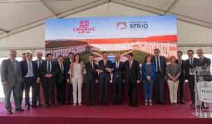 Miembros de la familia fundadora de Marqués del Atrio, del grupo Changyou y diversas autoridades se reunieron en una foto de familia.