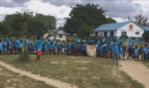 Los niños y niñas de Tsunza participan en su propio cross emulando el celebrado en Barañáin