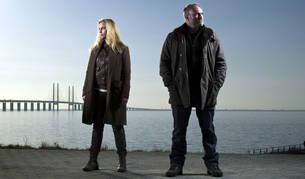 Sofia Hellin y Kim Bodnia encarnan a los detectives de Dinamarca y Suecia encargados del caso.