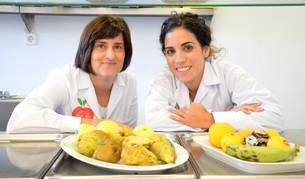 """foto de Las nutricionistas Susana Santiago y Elena Gascón, autoras del decálogo """"Lee lo que comes""""."""