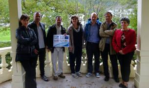 Eva García y Martín Urdánoz, con otros miembros de la Comisión de Segumiento del Life Irekibai.