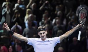 El tenista suizo Roger Federer celebra su victoria ante el croata Marin Cilic