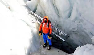 Alex Txikon, en el glaciar del Khumbu.