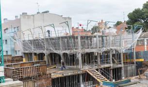 Imagen del edificio de pisos que se está levantando en la cuesta de Loreto de Tudela.