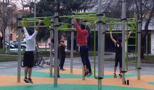 Barañáin instala un parque para hacer deporte en la plaza Lurgorri