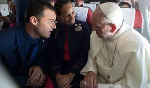 La pareja, con el Papa