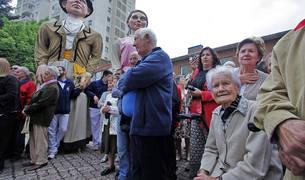 Uno de los últimos homenajes a personas mayores en fiestas de Barañáin.