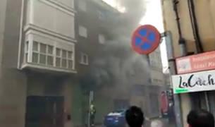 Abundante humo en el incendio en el estudio de reformas de Villava.