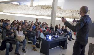 Luis Pelluz, de 39 años, durante su conferencia en Baluarte.