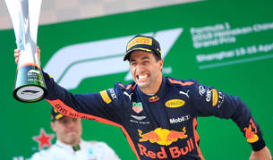 Imagen de Daniel Ricciardo celebrando su victoria en el Gran Premio de China de Fórmula 1.