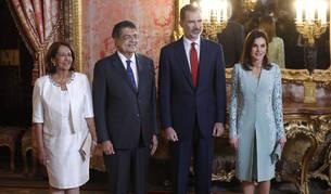 Sergio Ramírez, Premio Cervantes, junto a su esposa y los reyes en un almuerzo celebrado el pasado viernes.