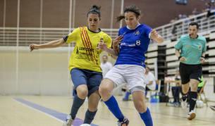 La ala-pívot Rebeca Contín superando a la defensa para dar el gol el empate este sábado por la tarde en Arrosadia.