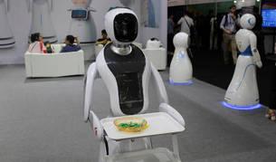 Presentación de varios robots en la feria CES de Shanghái, uno de los eventos tecnológicos más importantes de Asia.