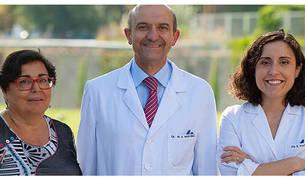 De izquierda a derecha, los doctores Pilar Buil, Miguel Ángel Martínez y Estefanía Toledo.