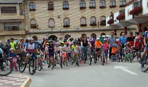 Los participantes, en el momento de la salida desde la plaza de los Fueros de Cadreita.