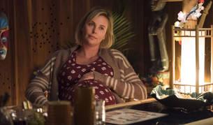 Charlize Theron, en un fotograma de la nueva película que protagoniza, 'Tully'.