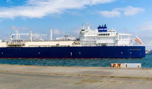 foto de El buque procedente de Siberia a su llegada al puerto de Mugardos (A Coruña).