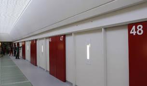 Uno de los pasillos de la cárcel de Pamplona, en una imagen de la visita guiada organizada en 2012 antes de su inauguración.