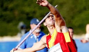 El atleta navarro Nico Quijera se dispone a lanzar la jabalina, ayer en los Juegos del Mediterráneo. En la cuarta tirada logró los 75,13 metros valedores para alzarse con el oro.