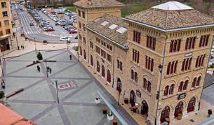La antigua estación del ferrocarril de Estella, ahora de autobuses, albergará locales para colectivos de la ciudad.