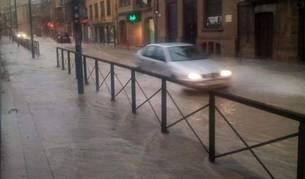 La avenida Severino Fernández, durante la tormenta.