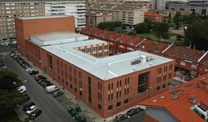 Vista aérea del conjunto que alberga el auditorio, la escuela de música y la casa de cultura de Barañáin.
