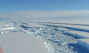Alerta por la velocidad a la que se mueve un iceberg gigante desprendido de la Antártida