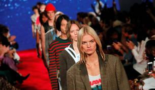 La casa de moda estadounidense Calvin Klein ha presentado este miércoles en Nueva York una colección para la primavera verano 2019.