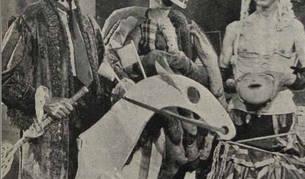 Imagen de la película 'Don Do Re Mi Fa Sol La Si Do' (1938). Gerardo Lizarraga aparece disfrazado a la izquierda. La película está desaparecida.