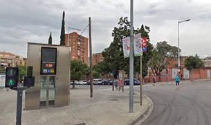 Entrada de la estación de metro de Can Peixauet, en Santa Coloma de Gramanet.