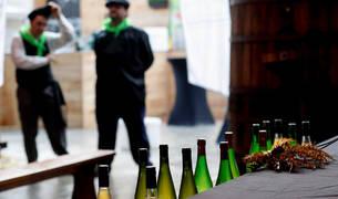 Botellas de sidra en San Sebastián en la presentación de la cosecha de 2018 por representantes del sector de la sidra de Euskadi, Navarra y el País Vascofrancés.