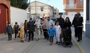 Los vecinos de Buñuel que participaron el domingo en esta actividad, durante un momento del recorrido.