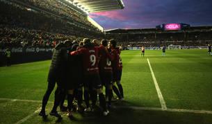 Foto de los jugadores de Osasuna celebran el tanto de Íñigo Pérez, que sirvió para lograr los tres puntos ante el Lugo.