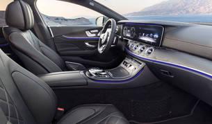 El interior de un coche.