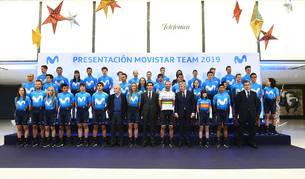 LA ÚLTIMA PRESENTACIÓN.  Las plantillas del Movistar Team masculino y femenino en la presentación de la temporada 2019.