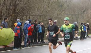 Participantes que disputaron la prueba de 7,7 kilómetros este domingo, 13 de enero de 2018.