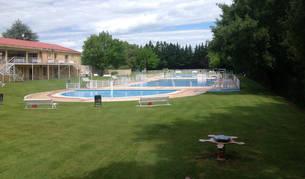 FOTO DE La actual zona deportiva de Cáseda presenta tres piscinas al aire libre, una de ellas de chapoteo, y zona verde.