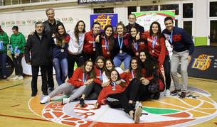 Deportistas de Barañáin, con las selecciones navarras en Lezo y en Huelva