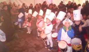 Detalle de los prolegómenos de la tamborrada infantil de ayer en Lakuntza.