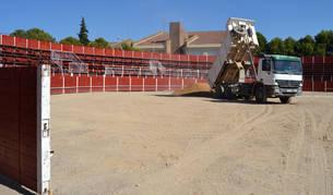 La plaza de toros portátil se instala cada año en San Adrián en un solar situado junto al colegio público.