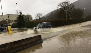 Evacuada la escuela de Larraintzar por riesgo de inundación