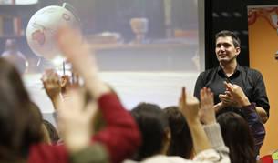 El maestro zaragozano César Bona, de 47 años, el pasado martes en Foro Europeo, donde impartió una conferencia ante 140 personas.