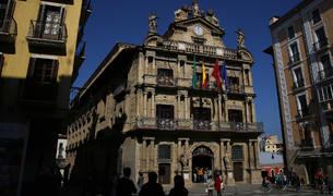 Vista de la fachada del Ayuntamiento de Pamplona.