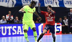 Arthur, del Barça, y Bynho, de Osasuna Magna, en la segunda semifinal.